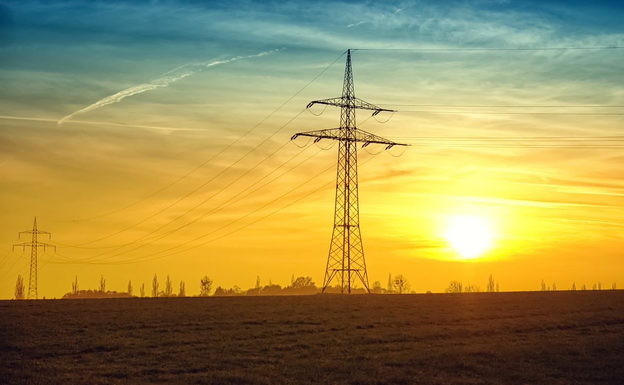 Stromleiter beim Sonnenuntergang